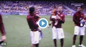 Roma, calciatori con figli prima di partita con Chievo VIDEO
