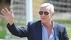 Guarda la versione ingrandita di Calciomercato, Marcello Lippi  accostato alla panchina del Milan (foto Ansa)