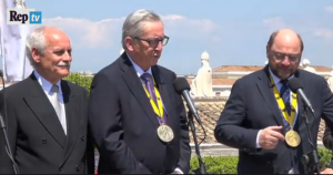 "Schulz: ""San Pietro, come nel film"". Juncker: ""Don Camillo?"""