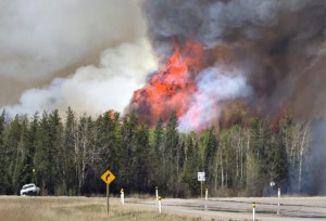 YOUTUBE Canada, incendi in Alberta: evacuati in 80mila FOTO