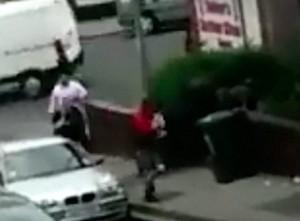Cane rubato in strada. Proprietario urla: Aiutatemi2