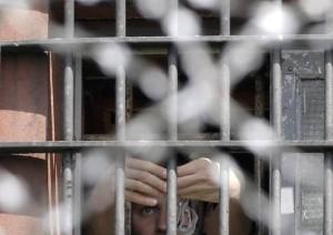 Roma, detenuti violentano compagno di cella a Rebibbia