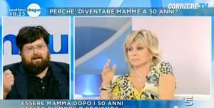 Guarda la versione ingrandita di Carmen Russo-Mario Adinolfi, duello trash a Mattino 5