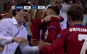 Carrasco bacia fidanzata dopo gol Real-Atletico Champions