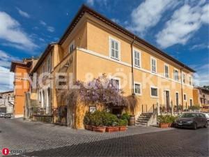 Antonello Venditti vende palazzo a Roma. Quanto costa? FOTO