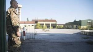 Centro migranti in una ex caserma, polemica a Brescia