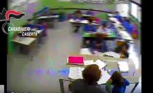YouTube Recale (Caserta): maestra dà schiaffi agli alunni