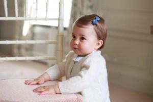 Principessa Charlotte, regali: sonaglio d'oro, pannolini...