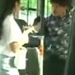 Cina, borseggiatore picchiato sul bus4