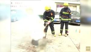 Guarda la versione ingrandita di VIDEO YOUTUBE Coca cola può spegnere un incendio?