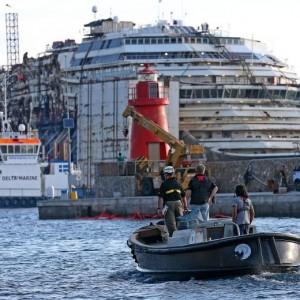 Costa Concordia, demolizione relitto in timelapse VIDEO