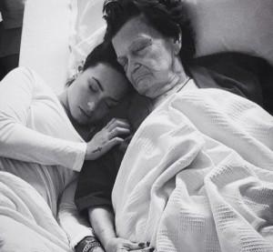 """Demi Lovato, morta bisnonna. Lei: """"Com'è dura dirsi addio"""""""