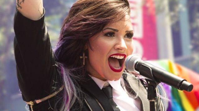 """Demi Lovato, morta bisnonna. Lei: """"Com'è dura dirsi addio"""" 02"""