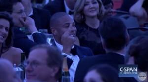 YOUTUBE Cena corrispondenti Casa Bianca: spunta dito medio