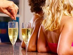 Lignano Sabbiadoro, droga nei drink: 2 ragazze in ospedale