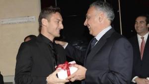 Guarda la versione ingrandita di Calciomercato Roma, Totti: rinnovo contratto si avvicina
