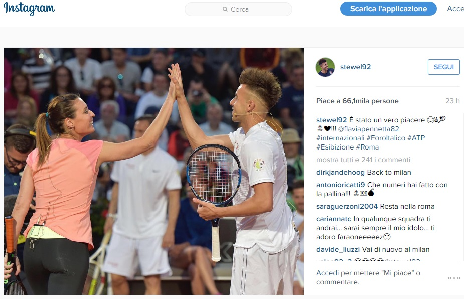 El Sharawy palleggia con una pallina da tennis