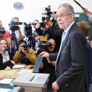 Elezioni Austria, vince il verde Alexander Van der Bellen