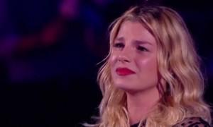 YOUTUBE Emma Marrone, lacrime per sorpresa Maria De Filippi