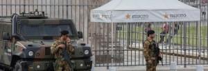 Roma, gazebo bianchi per i militari contro la calura