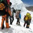 Everest, mistero: 6 esperti scalatori morti in una settimana11
