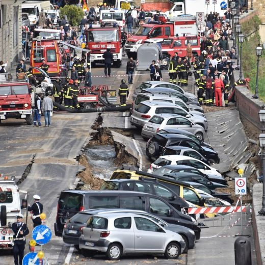 Firenze, voragine su Lungarno: 20 auto inghiottite FOTO18
