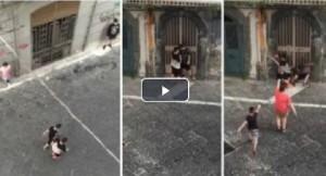 Guarda la versione ingrandita di Gomorra, a Napoli i ragazzini imitano i personaggi VIDEO