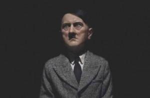 Hitler di Cattelan battuto a 17 mln di dollari. Koons a 15