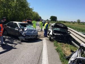 Venezia, frontale tra due auto in Romea: morta giovane donna