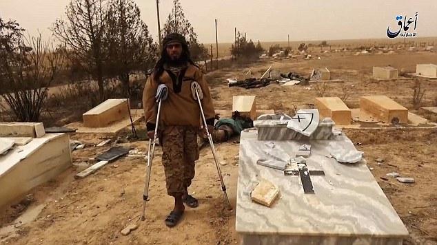 Isis devasta cimitero cristiano in Siria VIDEO-FOTO 7
