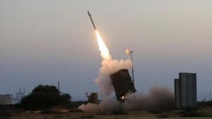 Israele attacca basi di Hamas dopo razzo lanciato da Gaza