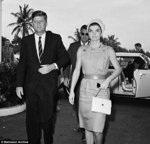 Guarda la versione ingrandita di Kennedy geloso di Onassis disse a uno 007 di tenerli lontani