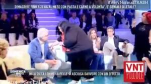 Alberico Lemme preso a schiaffi a Domenica Live VIDEO
