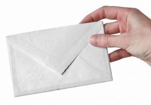 Apre posta della moglie che se ne è andata: multato