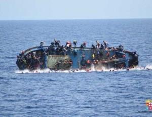 Migranti, affonda barcone Libia, 600 a bordo: ci sono morti