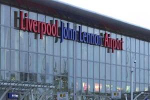 Guarda la versione ingrandita di Aeroporto di Liverpool evacuato: sgomberata aerea partenze