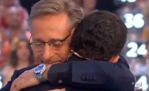 L'abbraccio tra Luca Laurenti e Paolo Bonolis