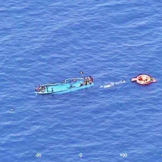 Migranti, nuova tragedia al largo Libia: si temono 80 morti02