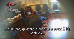 Pino Maniaci, così estorceva soldi al sindaco