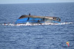 Guarda la versione ingrandita di Mamma muore in mare: bimba 9 mesi sbarca sola a Lampedusa