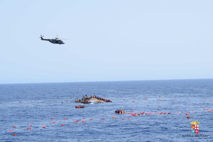 Mamma muore in mare: bimba 9 mesi sbarca sola a Lampedusa05