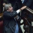 Maurizio Bianconi e gesto ombrello a Maria Elena Boschi FOTO