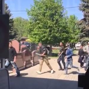 Maxi-rissa tra immigrati al cimitero Mosca6