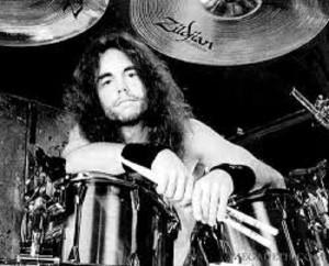 Nick Menza, ex batterista Megadeth collassa su palco e muore