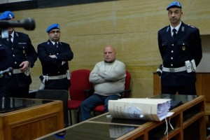 Guarda la versione ingrandita di Graziano Mesina a processo: