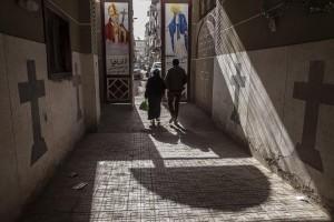 Egitto: botte a cristiana 70 anni, obbligata a sfilare n**a