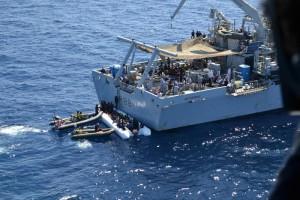 Guarda la versione ingrandita di Migranti, un altro naufragio. Superstiti: