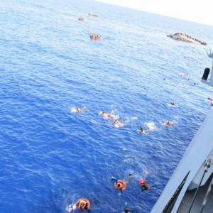 Migranti, nuovo naufragio: recuperati 10 cadaveri