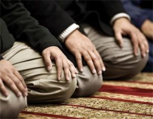 Gita in moschea per bimbi delle elementari. No dei genitori