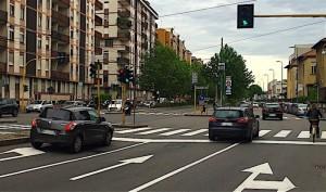 Guarda la versione ingrandita di fonte: Damiano Bolognini CobiaMulta anche se passi col verde. Se giri e la segnaletica... (foto Ansa)